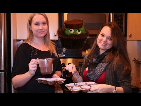 Two Girls Baking Cup Cakes – Day 66