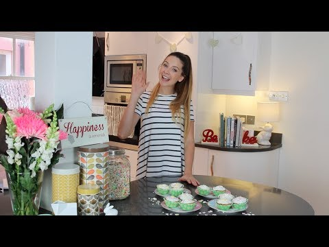HOW TO: Baking Cupcakes with Zoella!