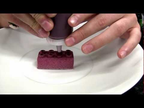 Hofmann makes a dessert at 3 Michelin Amador