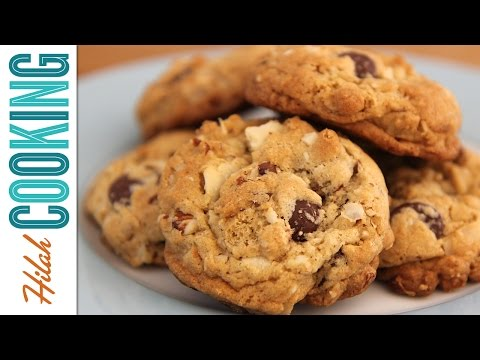Deluxe Chocolate Chip Cookies |  Hilah Cooking