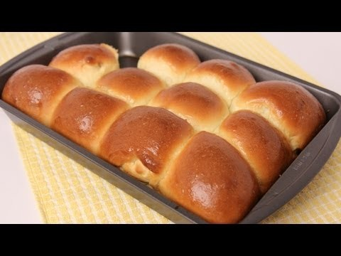 Homemade Dinner Rolls Recipe – Laura Vitale – Laura in the Kitchen Episode 453