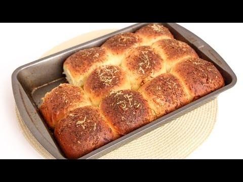 Cheesy Garlic Dinner Rolls Recipe – Laura Vitale – Laura in the Kitchen Episode 744