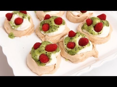 Mini Pavlova Recipe – Laura Vitale – Laura in the Kitchen Episode 778