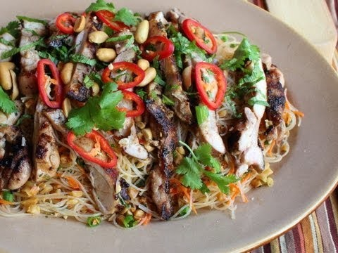 Spicy Rice Noodle Salad Recipe – Cold Asian Noodle Salad with Grilled Chicken