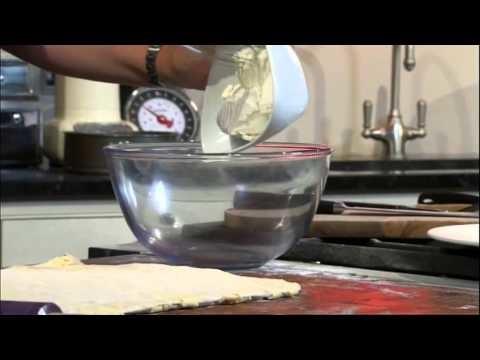 How to make a cinnamon and cream cheese bake