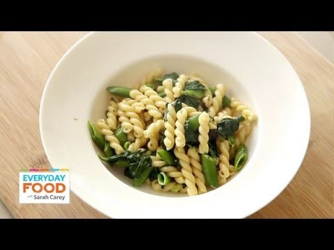 Pasta Recipe with Snap Peas, Basil, and Spinach – One Pot Dinner – Everyday Food with Sarah Carey