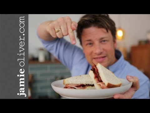 Jamie makes the Perfect Bacon Sandwich