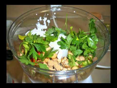 Vegan Recipe! Delicious Chickpea Salad Sandwich!