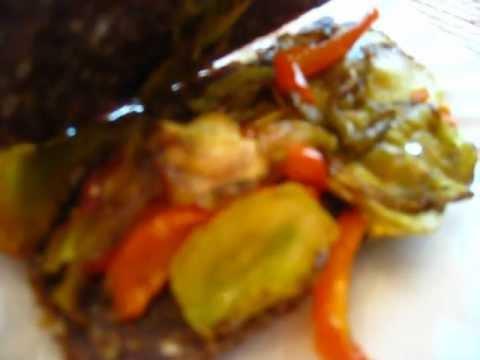 """Yummy Raw Vegan Sandwich (Onion Bread & """"Roasted"""" Veggies)"""